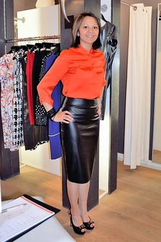 Amateur in shiny black leather skirt and orange top Black Leather Pencil Skirt, Leather Mini Skirts, Leather Dresses, Hot Outfits, Fashion Outfits, Hobble Skirt, Satin Bluse, Leder Outfits, Sexy Blouse
