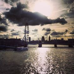 Early evening light glistens on the River Thames in London 8°C I 46°F #BurberryWeather