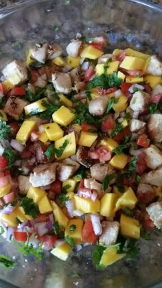 Chicken mango salad -6 oz grilled chicken breast, chopped -1 Roma tomato  -1/3 red onion  -1/3 cup chopped cilantro