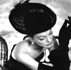 www.256usl.com  Ivy Nicholson in Givenchy, 1955. so lovely. lovitura de stat in Romaniai