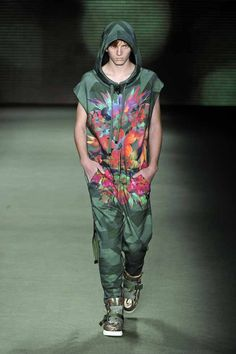 LOOK 29    33740 Camouflage overalls  34206 Giltter suede boots
