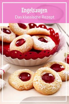 Engelsaugen – das klassische Rezept They are also called hussar donuts and are a real cookie classic: angel eyes! With this recipe, the favorite cookies are guaranteed to succeed. Berry Smoothie Recipe, Easy Smoothie Recipes, Easy Smoothies, Homemade Frappuccino, Caramel Pudding, Grilled Fruit, Le Diner, Pumpkin Spice Cupcakes, Fall Desserts