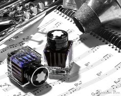 Montblanc Miles Davis Jazz Blue fountain pen ink is presented in a gorgeous 30ml ribbed glass bottle.