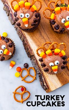 Turkey Cupcakes Will Be The Cutest Guests At Thanksgiving Thanksgiving Treats, Holiday Treats, Holiday Recipes, Thanksgiving Table, Chocolate Cake Mixes, Homemade Chocolate, Turkey Cupcakes, Holiday Cupcakes, Cookie Frosting