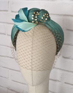 Turban Headband of Sinamay Silk with Veil Sombreros Fascinator, Fascinator Headband, Turban Headbands, Fascinators, Turban Headband Tutorial, Chain Headpiece, Headpieces, Turbans, Idda Van Munster