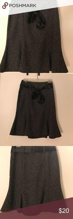Pencil skirt with bottom flare Flared bottom pencil skirt Dresses Midi