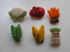 VINTAGE VEGETABLE SET OF 6 GLASS REALISTIC/GOOFIE BUTTONS