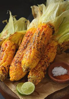 Cajun Butter Grilled Street Corn Spicy and Buttery Cajun spiced grilled street corn. Cajun Dishes, Food Dishes, Vegetarian Recipes, Healthy Recipes, Yummy Recipes, Donut Recipes, Veggie Recipes, Healthy Food, Cajun Recipes