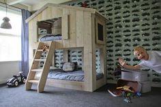 Hochbett Haus aus Bauholz