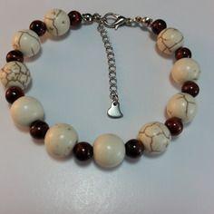 Bracelet j'aime gemme, 10 perles howlite naturel 10 mm  et 10  perles de gemme chocolat veiné de 6 mm, monté sur câble acier,