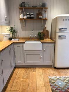 Cottage Kitchens, Farmhouse Kitchen Decor, Home Decor Kitchen, Country Kitchen, Kitchen Interior, New Kitchen, Home Kitchens, Kitchen Dining, Kitchen Colour Schemes