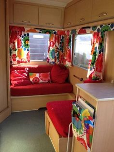 32 Beautiful RV Living Remodel Ideas - About-Ruth Vintage Camper Interior, Trailer Interior, Home Interior, Vintage Campers, Vintage Trailers, Vintage Rv, Vintage Travel, Interior Ideas, Retro Campers