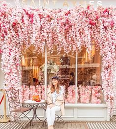 Looking for most instagrammable places in London? Here is your Instagram guide with over 40 locations, including secret spots! Cafe Interior Design, Cafe Design, Design Design, Bakery Shop Design, Pink Cafe, Cute Cafe, London Places, Pink Aesthetic, Pretty In Pink