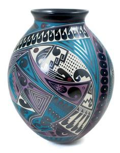 Beautiful olla by Cesar Navarrete Ortiz. This delicate olla has a beautiful well balanced shape  masterfully painted in the Navarrete Ortiz style for which Eli and Cesar are well known. Notice the stylized fish, feathers and macaws.