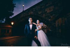 Hip & stylish night time pre-wedding photos under the Charles Bridge by American photographer Kurt Vinion based in Prague.