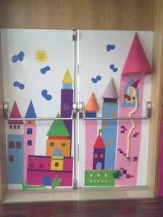 Porta interior do sector infantil. Castelo da princesa Rapunzel