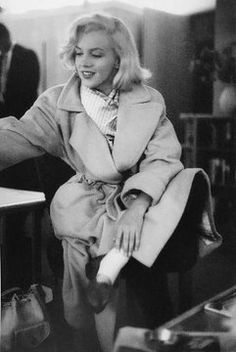 RINA. (@LAVIDAPRADA) / Twitter Golden Age Of Hollywood, Hollywood Glamour, Hollywood Actresses, Classic Hollywood, Old Hollywood, Hollywood Celebrities, Estilo Marilyn Monroe, Marilyn Monroe Photos, Marilyn Monroe Outfits