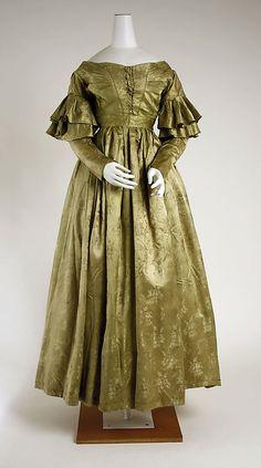 Dress, silk damask, 1837-39, American. Metropolitan Museum of Art accession no. 1979.346.67