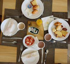 Quer acordar com um café da manhã como este? Faça sua reserva no Costa do Sauípe Resort na Bahia. Ele é o primeiro resort all inclusive do Brasil inaugurado em 2000. Nós estivemos lá e amamos.  Para fazer sua reserva basta acessar este link http://ift.tt/2ntN2iY  Em breve todos os detalhes no blog http://ift.tt/1JUgiOy  #dedmundoafora #travel #viagem #tour #trip #travelblogger #travelblog #blogdeviagem #rbbviagem #tripadvisor #instatravel #instagood #wanderlust #photooftheday #RevistaAdV…