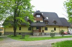 Apartment Tatry Tatransk� Lomnica Apartment Tatry is situated in a quiet centre of  the Tatransk? Lomnica village. A grocery store, restaurants as well as the bus and train station are reachable within 200 metres. The nearest ski lift is reachable within 800 metres.