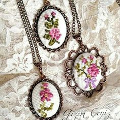 This Pin was discovered by Dil Hand Embroidery Flowers, Hand Embroidery Stitches, Embroidery Jewelry, Embroidery Hoop Art, Ribbon Embroidery, Cross Stitch Designs, Cross Stitch Patterns, Math Patterns, Stitch Cartoon