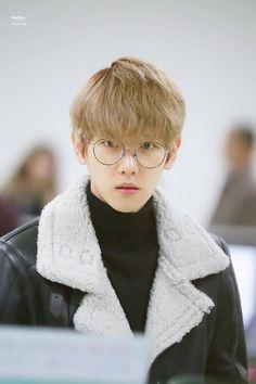 nation's fairy and aegyo genius kim minseok of exo Luhan, Park Chanyeol, Exo Chanbaek, Hapkido, Exo Fanart, Exo Korean, Kim Minseok, Do Kyung Soo, Kpop Exo