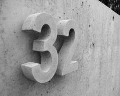 Hausnummern, Buchstaben, Schriftzüge und Nummerierungen aus Beton in höchster Qualität und in diversen Farben.