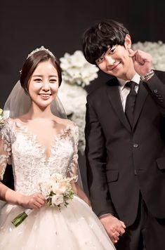 Chanyeol at his sister Yoora's marriage ceremony Chanyeol Cute, Park Chanyeol Exo, Baekhyun, Baekyeol, Chanbaek, Exo Lockscreen, Z Cam, Celebrity Dads