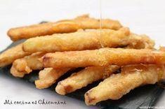 Eggplant fries in honey Vegetable Recipes, Vegetarian Recipes, Healthy Recipes, Kitchen Recipes, Cooking Recipes, Salty Foods, Tempura, Food Decoration, Empanadas