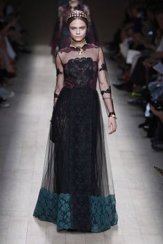 Vestido Valentino. Best Fashion Designers, Fantasy Gowns, Embroidery Fashion, Dressed To Kill, Style And Grace, Victorian Fashion, Types Of Fashion Styles, Couture Fashion, Passion For Fashion