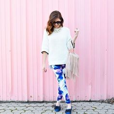 Conni from Art in the Find is a vision of spring in our purple, blue and white painted floral slim straight leg pant, which she styles with an oversized white knit sweater. She adds a chunky pearl necklace and bow flats to complete her stylish spring look Floral Print Pants, Printed Pants, Curvy Outfits, Casual Outfits, Work Outfits, Winter Teacher Outfits, White Knit Sweater, Patterned Jeans, Curvy Dress