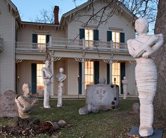 Welcome trick-or-treaters with these spooky mummy statues. More Halloween decorations:  http://www.bhg.com/halloween/outdoor-decorations/halloween-outdoor-makeover/?socsrc=bhgpin091713mummy#page=33