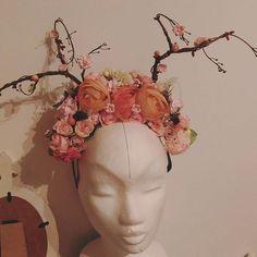 creative time 🤗 #handmade #handmadebyzuzu #headpiece #headband #diy #flowers #floral #creativetime #dnestvorim #kvetinovyvencek #mojatvorba #kreativita #zelaniask #tvorivyden #vyrobenenaslovensku #slovenskydizajn #praveslovenske #vyrobenosrdcem #slovenskydizajn #slovakblogger #handmadekusoknafotenie #handmadeproduct