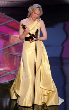 "2/23/14 2:29a The Academy Awards Ceremony 2005: Cate Blanchett  Best Supporting Actress Oscar for  ""The Aviator"" 2004."