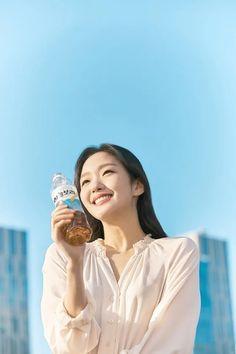 Kim Go Eun Radiant in Spring Backdrop for New Bottled Tea CF Korean Star, Korean Girl, Asian Girl, Korean Women, Korean Actresses, Korean Actors, Actors & Actresses, Lee Min Ho, Kim Go Eun Goblin