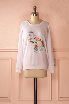 L'heure du thé a atteint l'apogée de la coquetterie avec notre charmante collection exclusive ! Tea time has never look this charming with our adorable exclusive collection! Lady Crumpet - Tea time printed long sleeves sweater in baby pink www.1861.ca