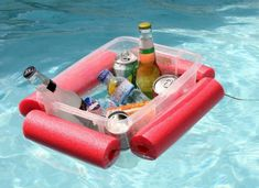 Make This Floating Pool Noodle Beverage Boat in 15 Minutes ~ Have a plastic tub and a pool noodle? Your day at the beach/pool/lake just got a whole lot better with this floating pool noodle beverage boat. Piscina Diy, Make A Boat, Diy Boat, Mousse, Pool Noodle Crafts, Pool Storage, Drink Cart, Pool Accessories, Plastic Bins