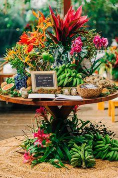 Tropical Party, Tropical Decor, Wedding Themes, Wedding Decorations, Wedding Favors, Havana Nights Party Theme, Decoration Evenementielle, Luau Party, Wedding Humor
