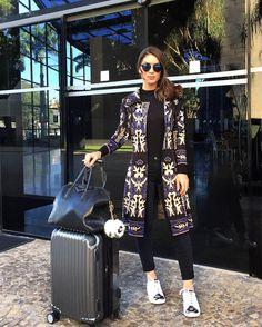 Comfy airport look! Next stop? PARIS!!! #airportlook ------- Próximo destino? Paris! Look viagem - quentinho e confortável!!! (O maxi cardigan é @carmensteffens Lindo né?! O tênis ganhei de presente da @bloganamello - adoreiiiiiii) #look #ootd by camilacoelho