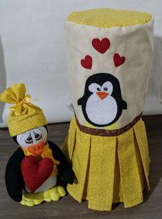 Capa de liquidificador com boneco de pinguim.