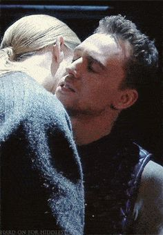 26 Gifs Of Tom Hiddleston Making Out. You're Welcome