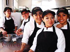 Al término obtendrás: Diploma de Chef en Artes Culinarias Diploma SEP en Alimentos y Bebidas Diploma SEP en Repostería