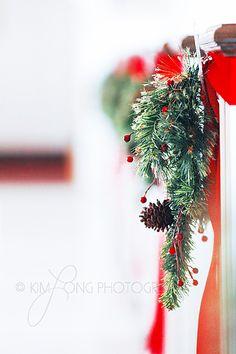 35 Inspiring Winter Wedding Aisle Decor Ideas - H Wedding - Wedding Dekorations Pew Decorations, Church Wedding Decorations, Christmas Wedding Themes, Christmas Centerpieces, Christmas Decorations, Wedding Pews, Wedding Church, Garden Wedding, Wedding Bouquets