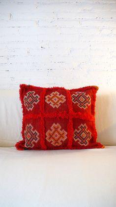 Berber Kilim pillow cover Red por lacasadecoto en Etsy, €39.00