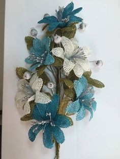 Beaded Flowers, Diy Flowers, Crochet Flowers, Needle Lace, Bobbin Lace, Burlap Crafts, Burlap Wreath, Hobbies And Crafts, Diy And Crafts