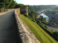 This running route in Brittany's Dinan takes you along the ramparts and then down there to the harbor!