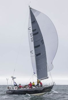 Oceanic Versus Short Course Yacht Racing - We look at the differences between oceanic and short course yacht racing, and show how you can learn to sail whilst having an adventure of a lifetime! http://www.theboatinghub.com/sailing-blog/oceanic-versus-short-course-yacht-racing/