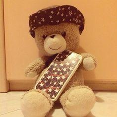 Buona notte con Tommy, l'orsetto dolce di Laura abbinato allo sfondo ChangeCase con i pandistelle!
