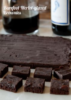 Red wine and chocolate? Red Wine Brownies, say whatttt? Immediately adapting recipe to make GF and Vegan friendly! Yummy Treats, Sweet Treats, Yummy Food, Eat Dessert First, Dessert Bars, Vino Y Chocolate, Just Desserts, Dessert Recipes, Wine Recipes