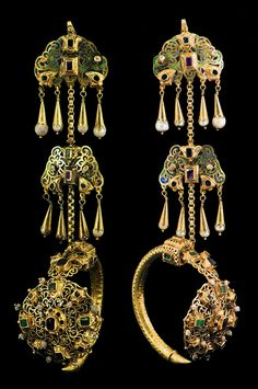 Morocco   Pair of earrings ~ Kher'oz ~ gold, baroque pearls, emeralds, various gemstones, enamel, niello   Fez, late 18th century   38'000€ ~ sold (Aug '10)